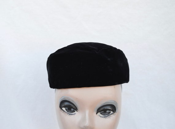Black Velvet Pillbox Vintage Hat / 1960's Vintage