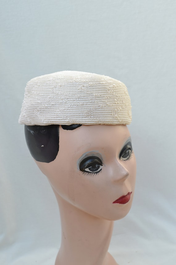 Ivory Pillbox Vintage Hat / 1960's Pillbox Hat / V