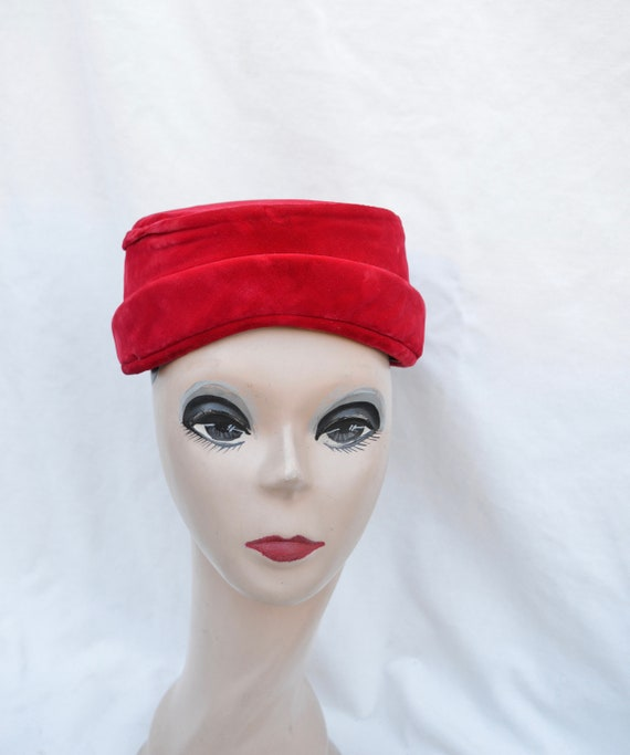 Red Velvet Pillbox Vintage Hat / 1960's Vintage Pi