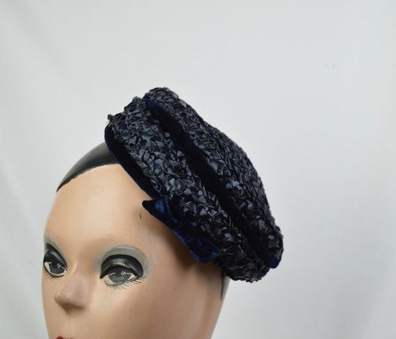 1950s Vintage Navy Crocheted Raffia Day Hat / Vin… - image 2