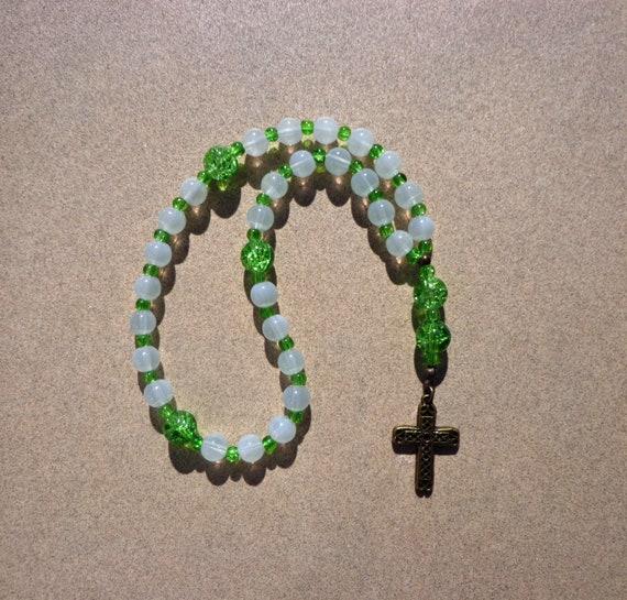 3262a85df8a Anglicane épiscopale chapelet perles de verre blanc ecru et