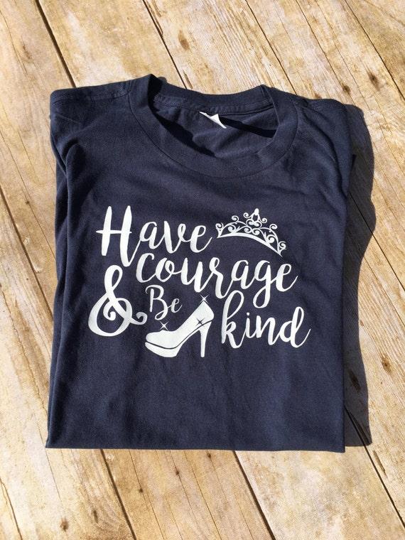 Ayez Ayez Ayez le Courage et être genre chemise. Unisexe et taille des dames. Chemise de Cendrillon. Chemise en vacances. Chemise en princesse. Question de chaussures. 78c786