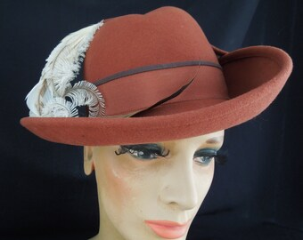 1970'S Fedora Style Hat with Feather Accent