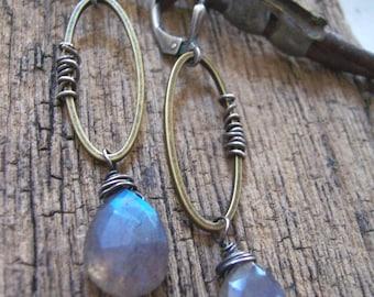 Long mixed metal labradorite drop earrings// Wire wrapped labradorite earrings// Industrial gemstone jewelry// Labradorite jewelry