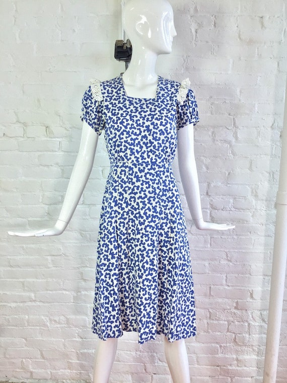 Vintage 1930s dress / 30s blue and white puff sle… - image 5