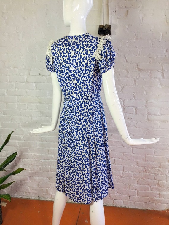 Vintage 1930s dress / 30s blue and white puff sle… - image 6