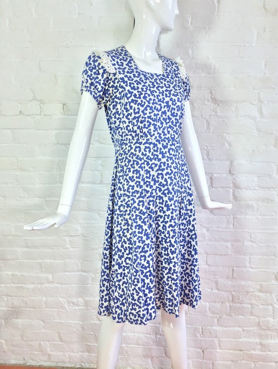Vintage 1930s dress / 30s blue and white puff sle… - image 4