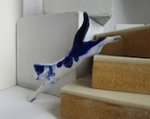 Leaping cat - Handpainted blue Delft porcelain Brooch