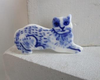 Kitten  - Handpainted Delft Porcelain Brooch