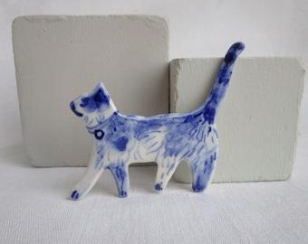 Hand painted Delft porcelain Brooch - Cat
