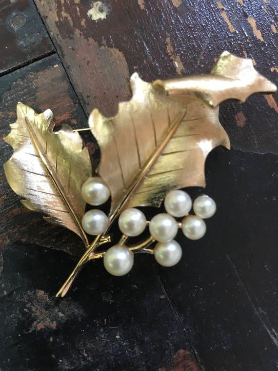 Vintage Trifari Gold and Pearls Leaf Brooch Pin