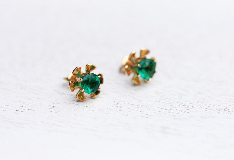 Green Flower Studs Flower Studs Green Studs Emerald Studs Gold Flower Studs 10K Studs 10K Flower Studs 10K Gold Green Stone Studs