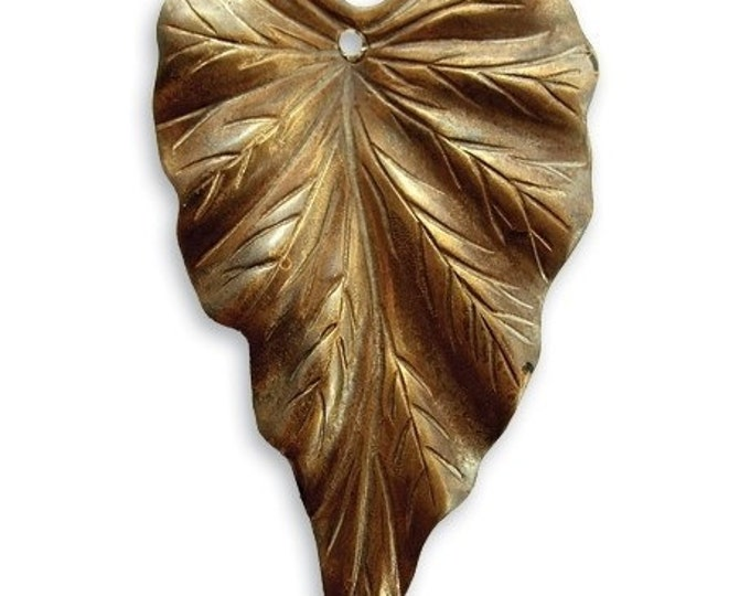 SALE: 2 pieces of  23 x 38mm brass Woodland Leaf by VINTAJ -  P181