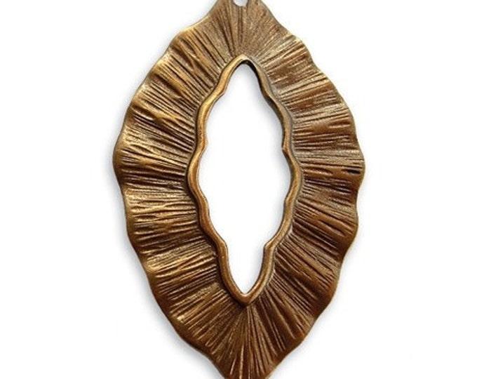 Sale: 2 Pieces Leaf Pendant, Natural Brass, Vintaj Item P182