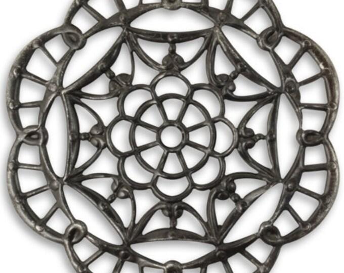 2 Pieces 28.5mm Kaleidoscope Filigree Arte Metal Pendant by Vintaj - Gunmetal Grey Item ADP0018