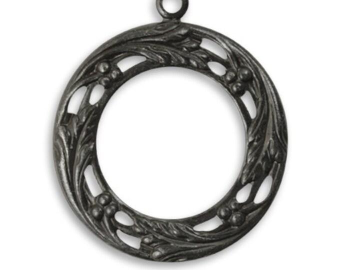 2  pieces Berry Wreath, Arte Metal decorative pendant drop