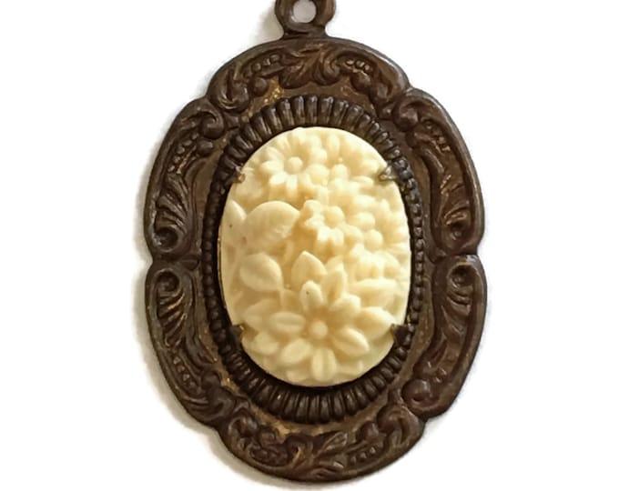 1 piece Ivory Trellis Pendant - Brass Frame, 35X28mm, Vintaj Item PS007R