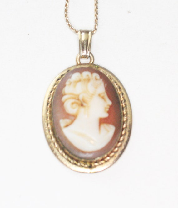 Carved Shell Cameo Pendant Necklace Oval Gold Filled Vintage