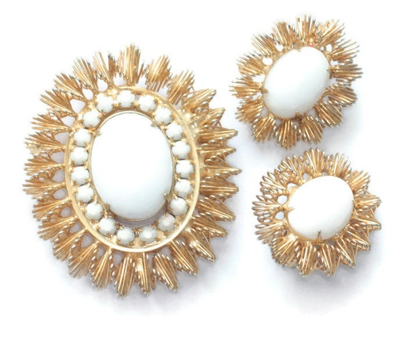 White Milk Glass Brooch Earrings Set Signed Jonne Gold Tone Setting Modernist Design Demi Parure
