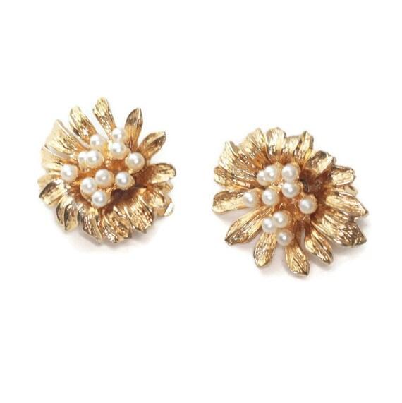 Faux Pearl Earrings Hattie Carnegie Large Dimensional Gold Tone Designer Earrings Clip On