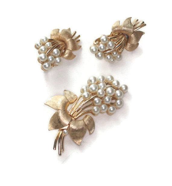 Faux Pearl Brooch and Earrings Set Floral Design Crown Trifari Gold Tone Mid Century Demi Parure