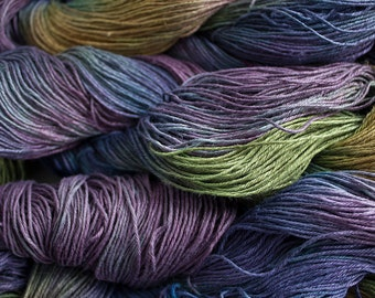 Linen 16/4, Hand painted yarn, 300 yds - Vineyard