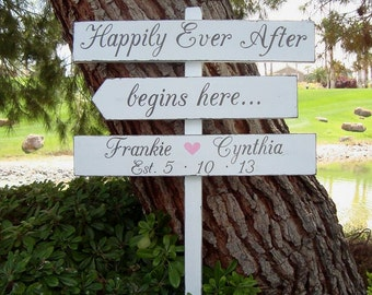 HaPPiLy EVeR AfTeR BeGiNS HeRe SiGn - EnCHanTinG Style - DiReCTioNaL WeDDiNg SiGnS - Custom Wedding SIGNS - 4ft Stake - Distressed