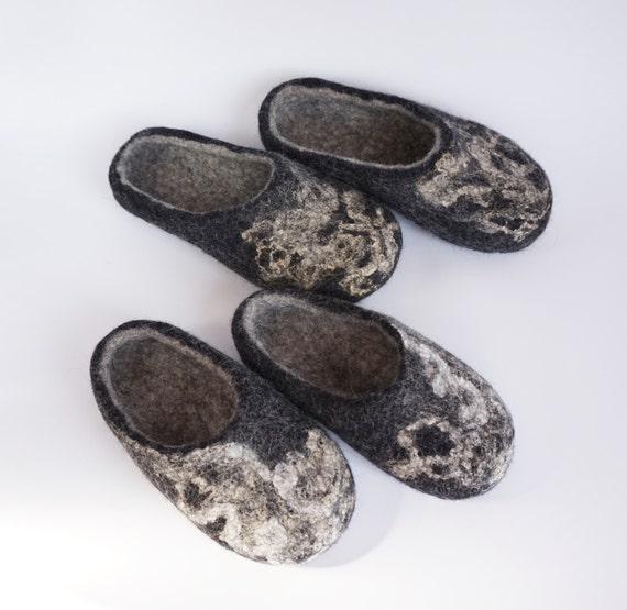 men women Felted slippers set 2 felted clogs slippers slippers felt wool felt Family black clogs wool slippers wool of organic wool 64wrZ7q6