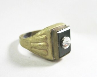 Small Art Deco Era Ring - Costume Jewelry - Black Rectangle - Rhinestone - Brass - Size 5.25 - 1920s to 1930s