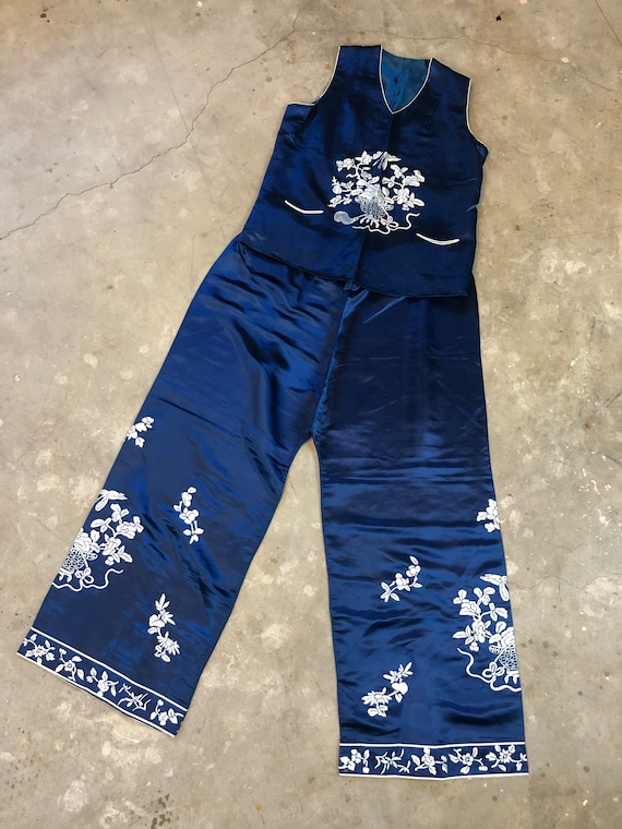 1920's | 1930's Blue & White Chinese Embroidered S
