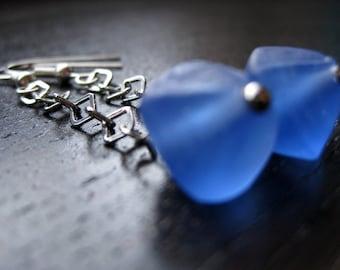 Diamond-shaped blue glass bead dangle earrings