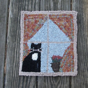 Chatting Crows Oval Primitive Rug Hooking kit with #8 cut wool strips