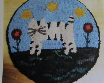 Folk Art Flag Primitive Rug Hooking Kit with Cut Wool Fabric Strips Great for Beginners