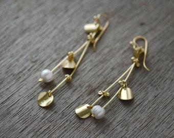 Golden Abundant Pearly Twigs earrings