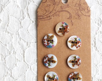 Japanese Natural Shell Buttons - Beautiful Chic Butterfly Butterflies Floral Garden Collection (1 Set of 7PCS)