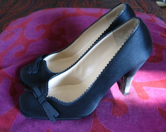 DKNY Black Satin Bow Pumps Size 8.5 B