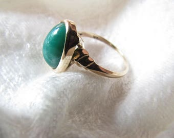 Vintage  Green Jade 10 kt Gold Ring  Size 8 Great Wedding/Anniversary,Engagement or Birthday Gift