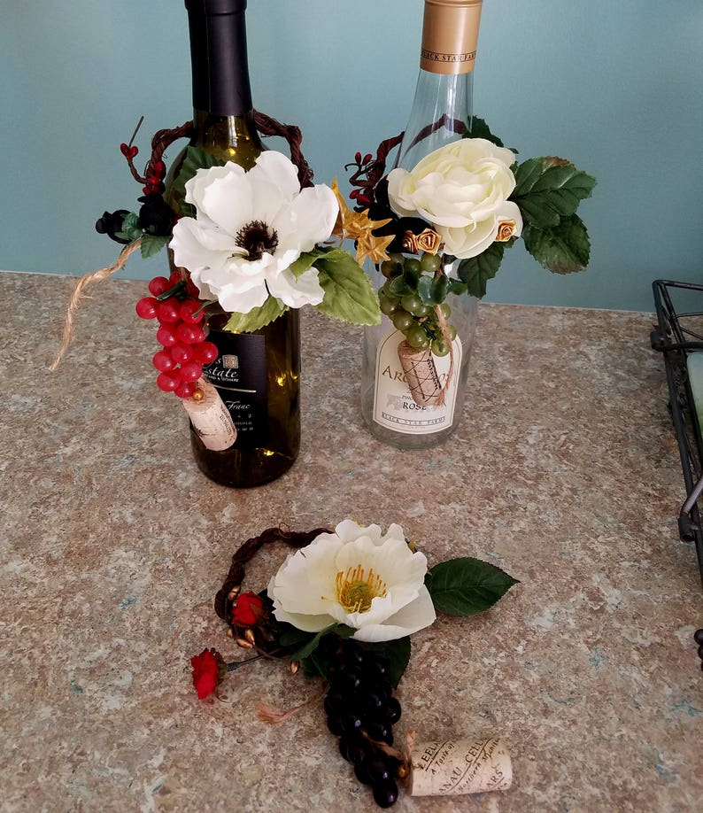 Golden Wedding Centerpieces.Golden Anniversary Centerpieces Ivory Gold Wine Bottle Toppers Party Decor Set Of 10 Black Red Vineyard Wedding Grapes Corks Bridal Shower
