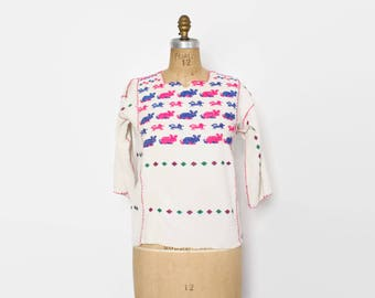 Vintage 70s ETHNIC TOP / 1970s Boho Woven Cotton Novelty Animals Embroidered Shirt