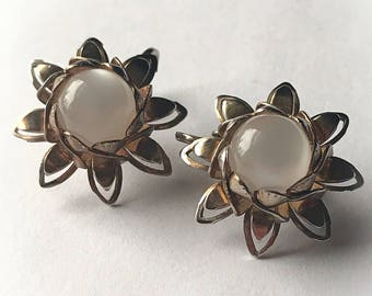Vintage White Moonglow Lucite Flower Sunburst Earrings Clip On