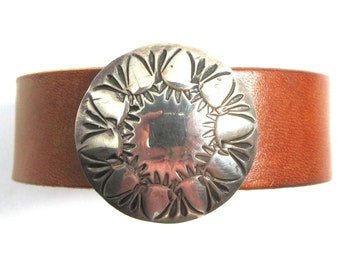 Sterling silver concho bracelet, leather strap, magnetic clasp, 7 inches long