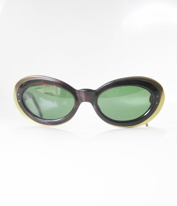 2a34efb2d0f 1960s Mod Sunglasses 60s Jackie O Sunnies with Gold and