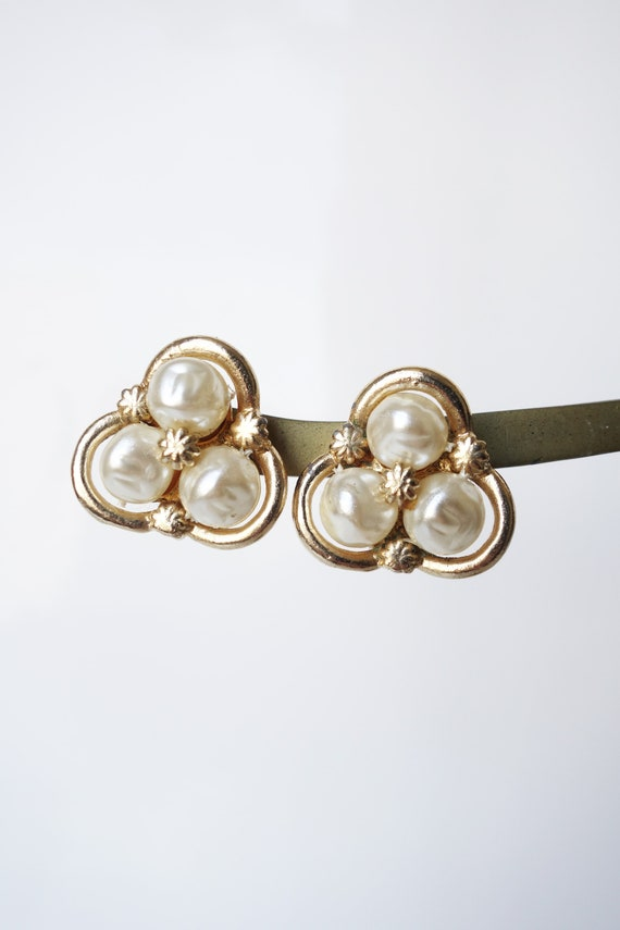 Vintage 1960s Coro Baroque Pearl Clip on Earring … - image 4