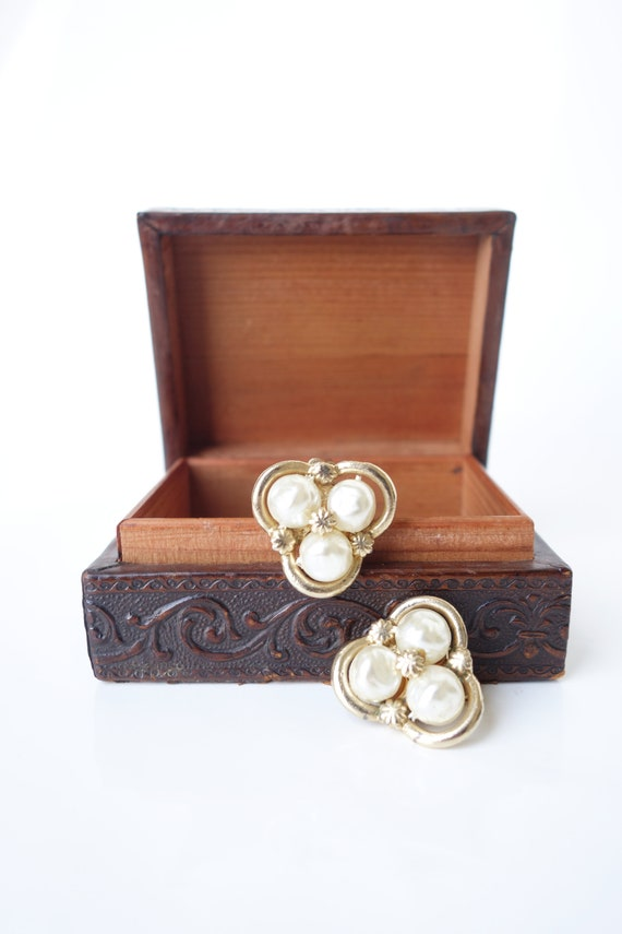 Vintage 1960s Coro Baroque Pearl Clip on Earring … - image 5