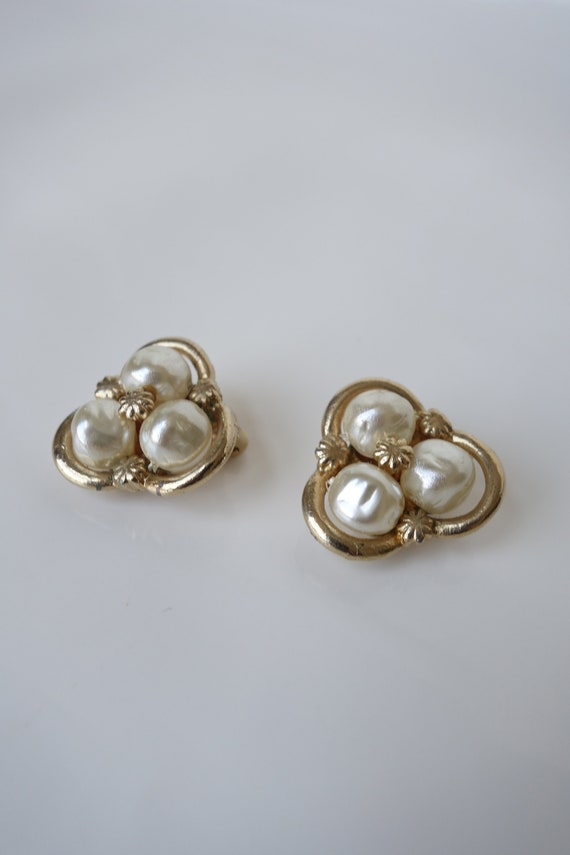 Vintage 1960s Coro Baroque Pearl Clip on Earring … - image 2