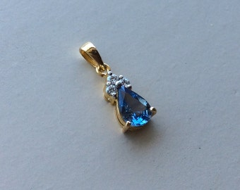 Color change SPINEL and VVS diamonds in 18k gold pendant