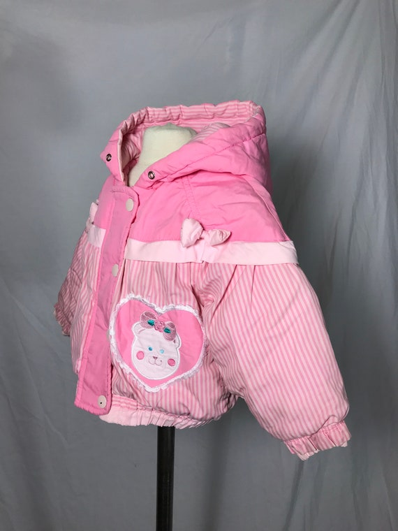 18 Months 1980s Vintage London Fog Baby Girl/'s Pink Puffer Coat with Zipper and Snap Front Closure Bear Heart Applique Hood