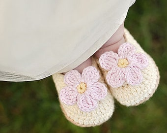 """Crochet Pattern """"Baby Slip-On Booties"""" Sizes Newborn to 2 Years, slippers with flower"""