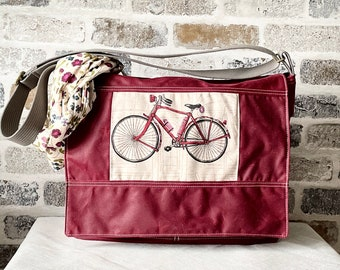 Vegan Messenger bag in waxed canvas, crossbody bag with an adjustable strap and flap closure , IKABAGS 3 Way