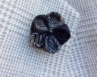 Flower Lapel Pins Mens Lapel Pin Silk Lapel Flower Black White Lapel Wedding Boutonniere Gift For Men Suit Pin Kanzashi Brooch Custom Lapel